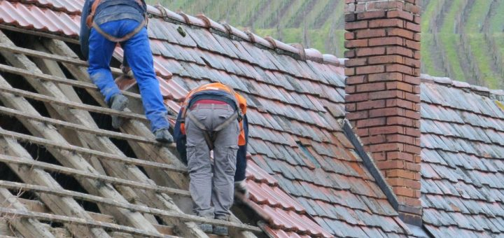Praca na wysokiści i niezbędny sprzęt do wspinaczki